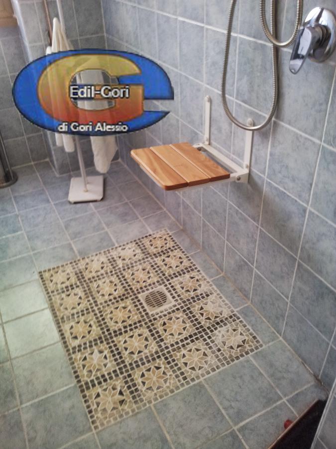 Progetto ristrutturazione bagno per persona disabile idee ristrutturazione bagni - Bagno con doccia a pavimento ...