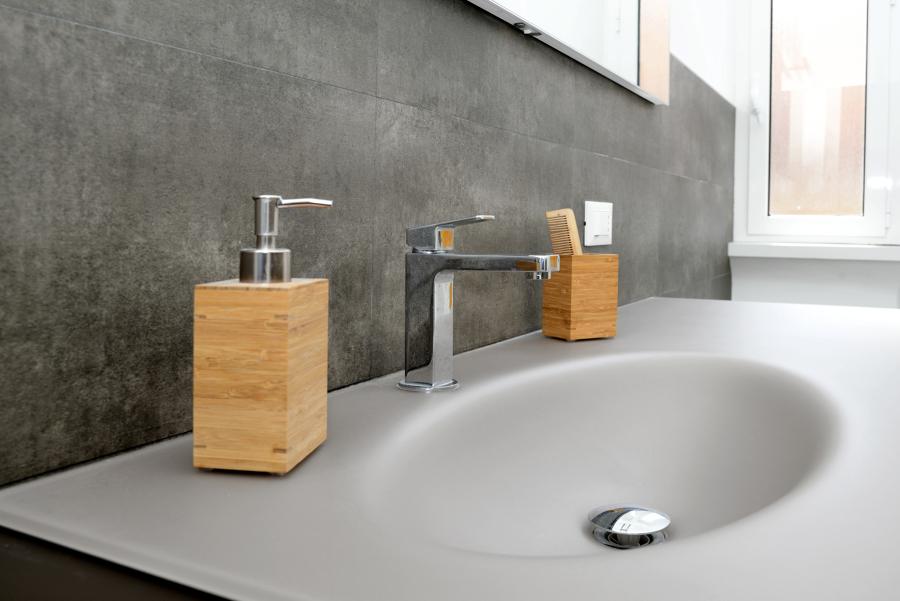 Foto bagno principale dettaglio lavandino di design for Layout del bagno principale