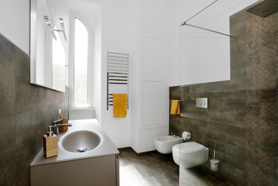 Foto bagno principale vista all 39 ingresso di design for Layout del bagno principale