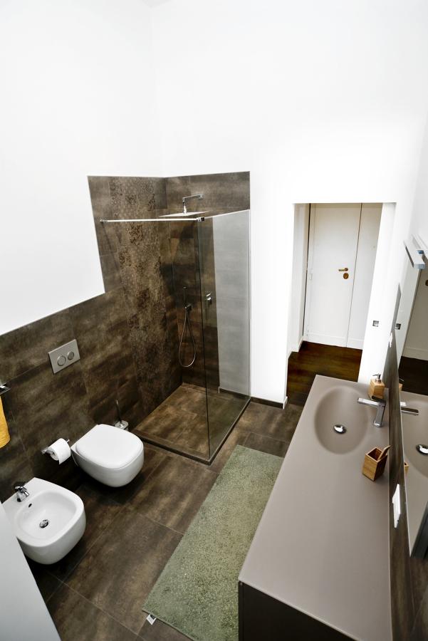 Foto bagno principale vista dall 39 alto di design for Layout del bagno principale