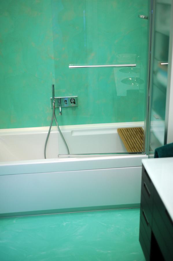 Piastrelle bagno verde acqua design casa creativa e - Resina piastrelle bagno ...