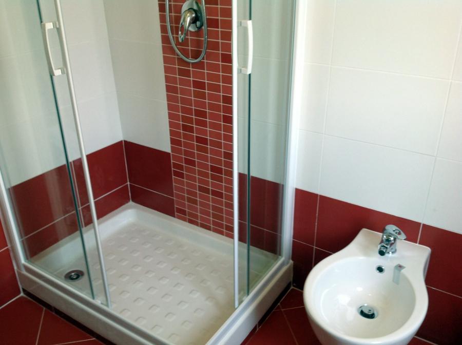 foto: bagno rosso interno doccia di r.d.m srl #115313 - habitissimo - Bagni Moderni Rossi