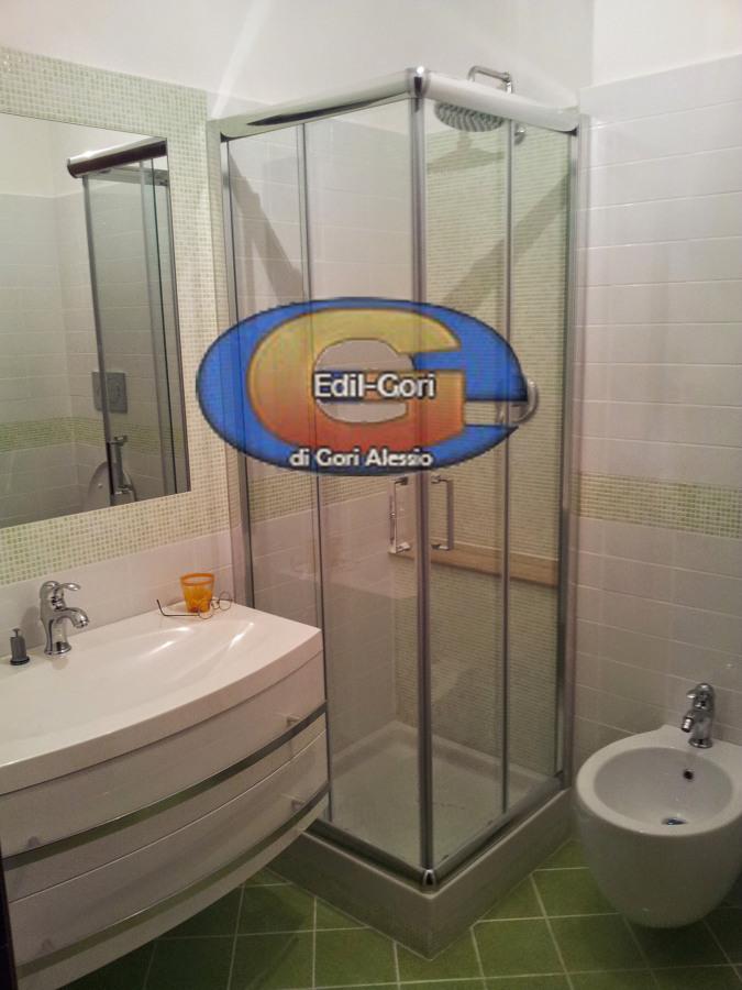 Progetto bagno moderno con sanitari sospesi idee - Bagno verde mela ...