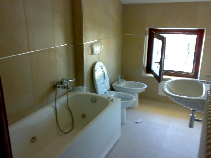 Foto bagno zona notte con vasca idromassaggio di cpm costruzioni 52385 habitissimo for Bagno piccolo con vasca