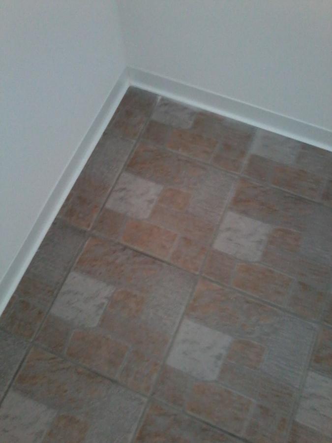 Foto battiscopa e pittura pareti di almava srl 311763 for Immagini pittura pareti