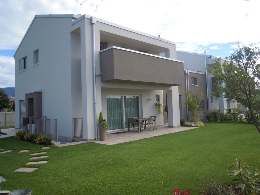 Bifamiliare in vi idee costruzione case prefabbricate for Casa del capannone