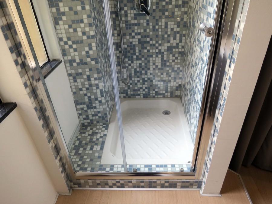 Foto: box doccia con finestra di enrica leonardis architetto ...