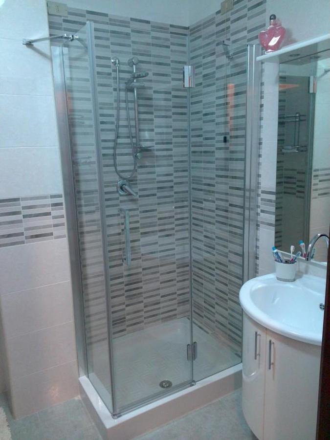 Box doccia con fisso speciale