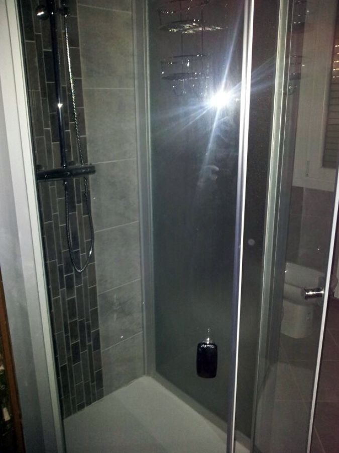box doccia e piastrelle