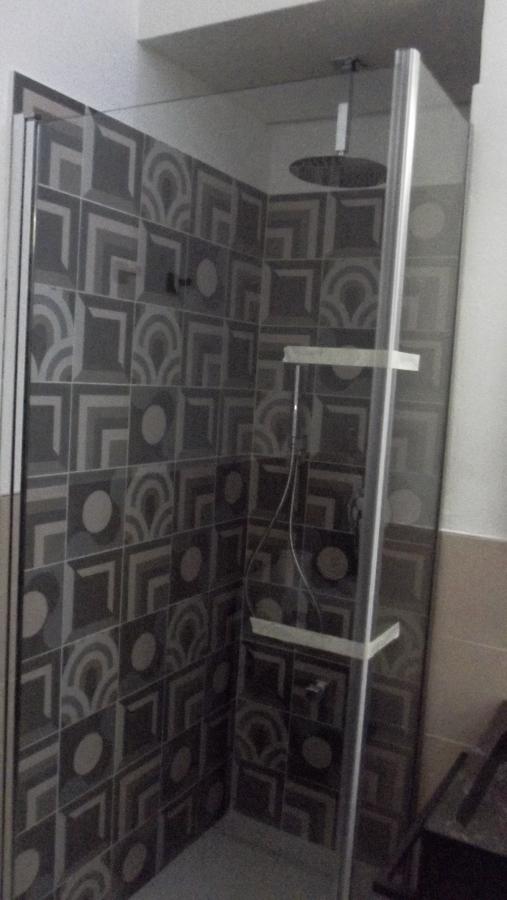 box doccia e rubinetteria