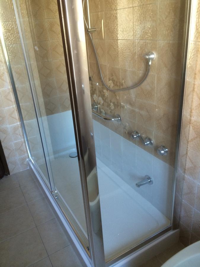 Progetto sostituzione vasca da bagno con doccia stesse - Sostituzione vasca da bagno con doccia prezzi ...