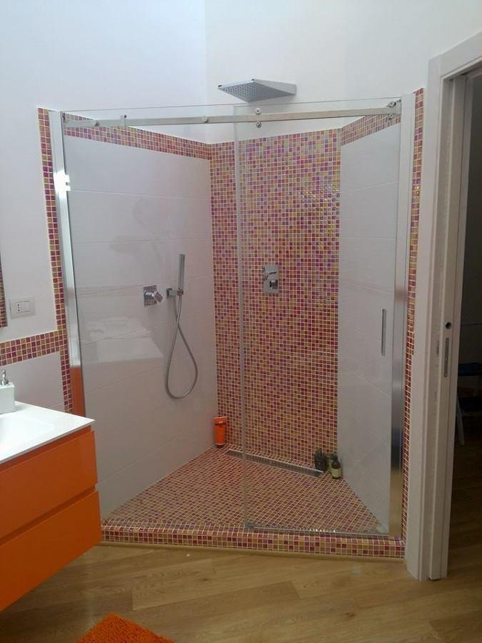 Foto box doccia trapezoidale di zanzartec di carmine - Foto box doccia ...