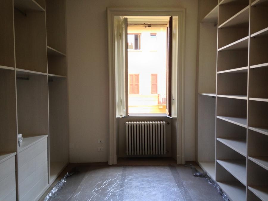 Foto cabina armadio con fornitura di mobilia su misura di for Affitti di cabina iowa lansing ia