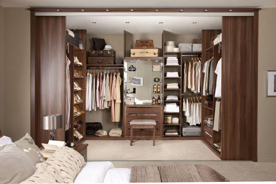 Cabine Armadio Stile Classico : Foto cabina armadio in legno color mogano di marilisa dones