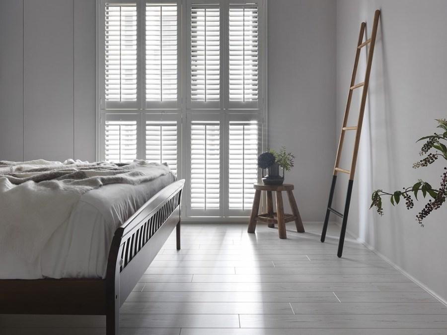 Camera da letto con gres effetto legno
