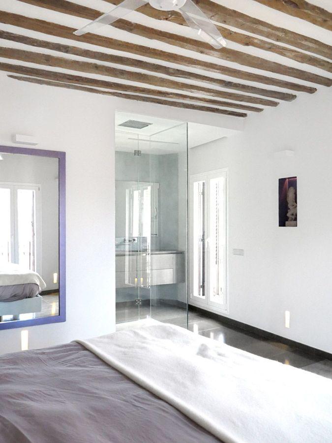 Camera da letto con travi a vista