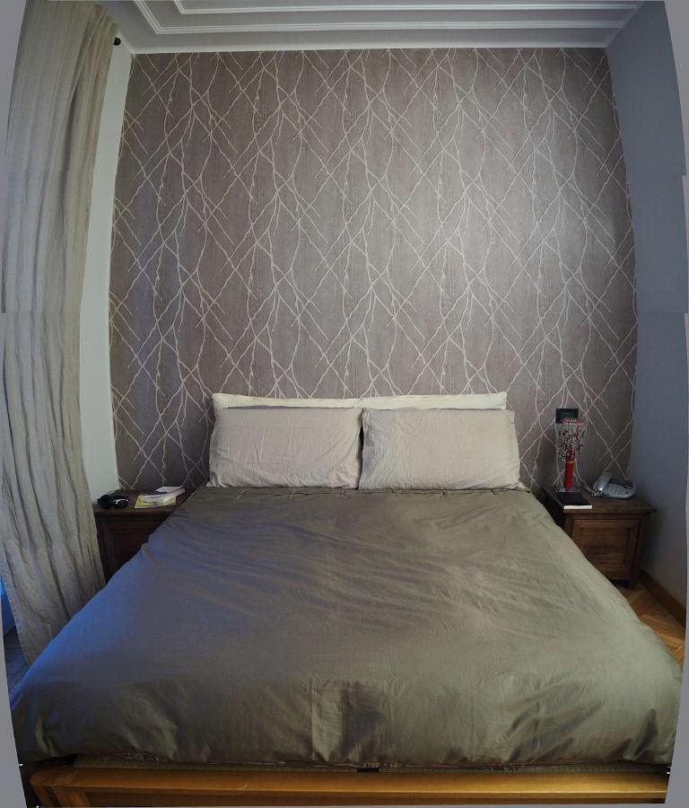 Camera da letto, la carta da parati sulla testiera