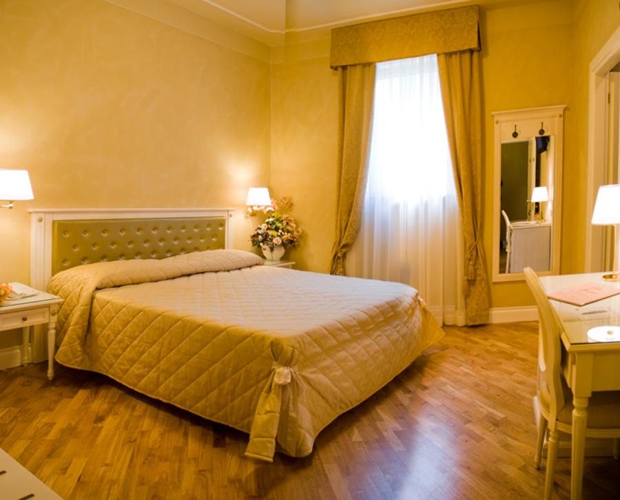 Testata del letto pittura design casa creativa e mobili - Colori muro camera da letto ...