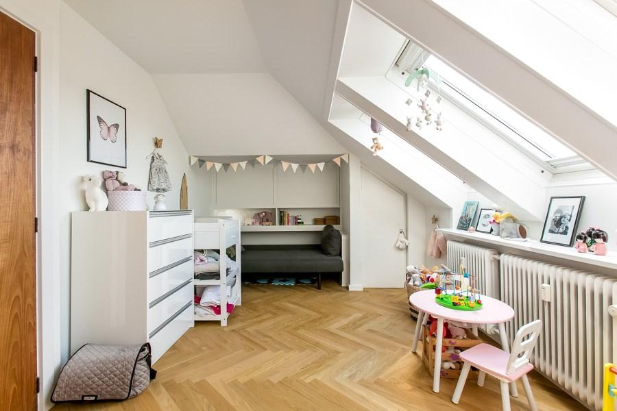 Camera da letto per bambini in mansarda