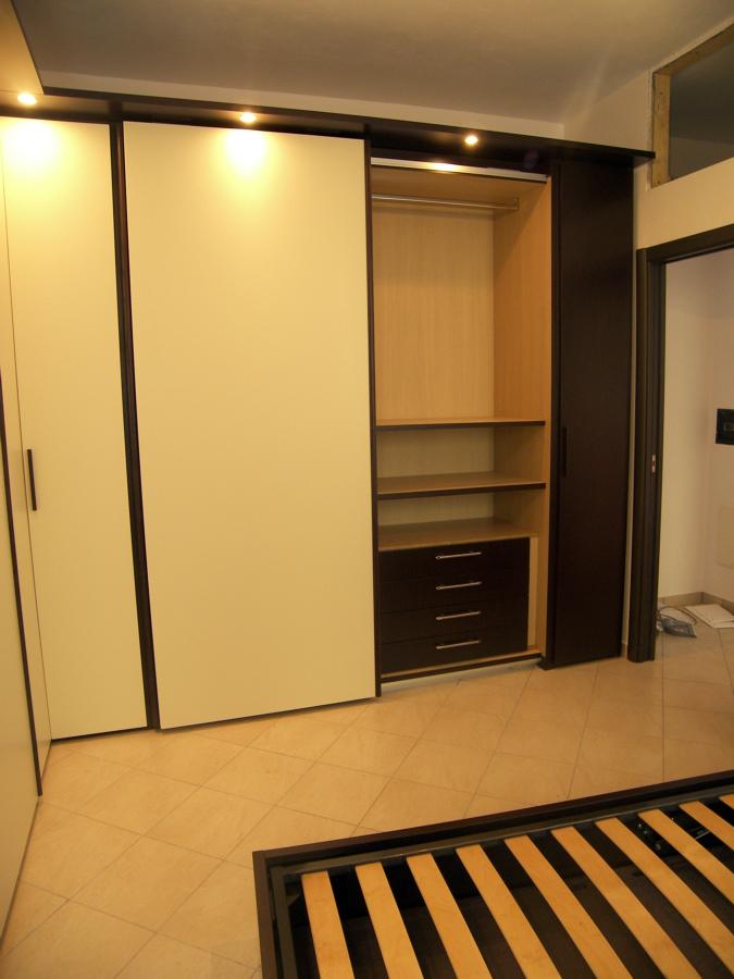 Progetto mobili camera da letto rovere idee falegnami for Progetta mobili