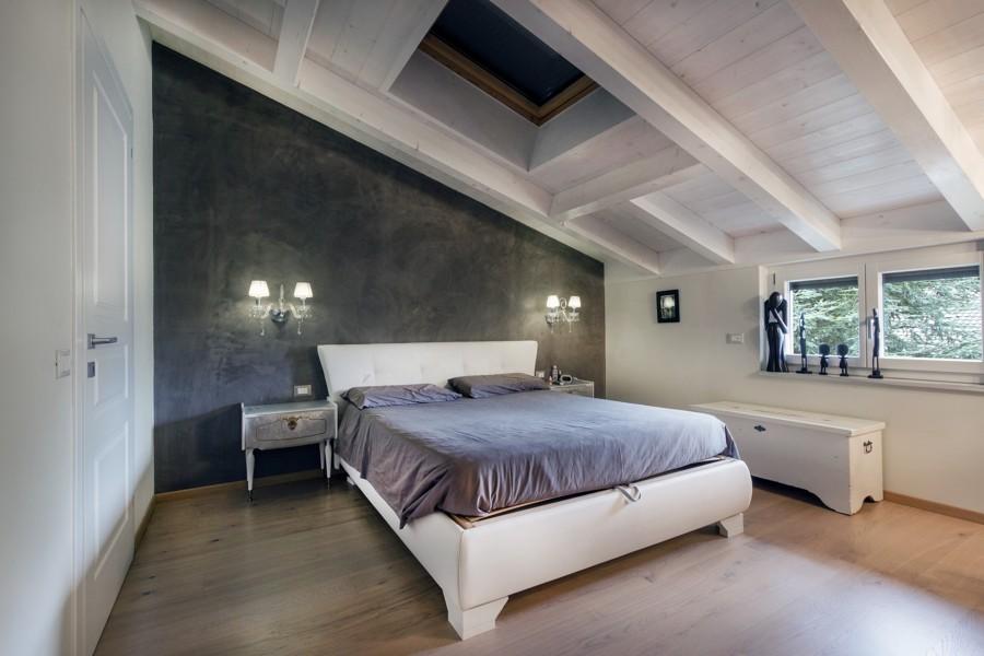 Sottotetto nuove soluzioni abitative idee muratori - Camera da letto e studio ...
