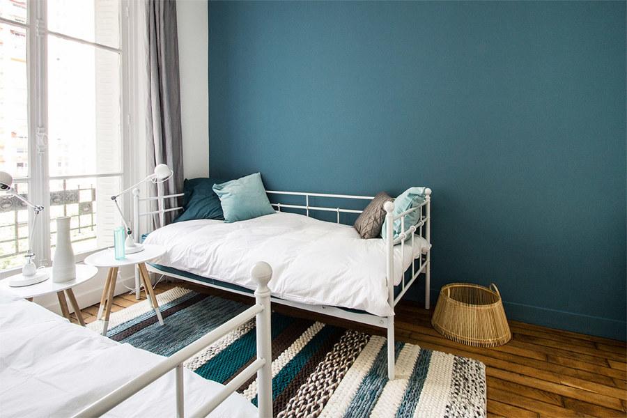 Un appartamento parigino in cui il nordico cool idee for Color ottanio