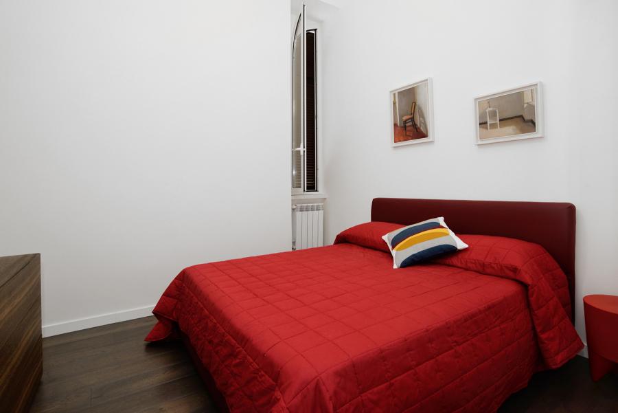 cameretta: vista parete di testata letto