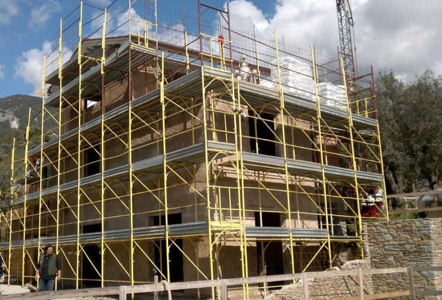 Progetto realizzazione cappotto termico villetta progetti isolamento for Arredo giardino pietrasanta