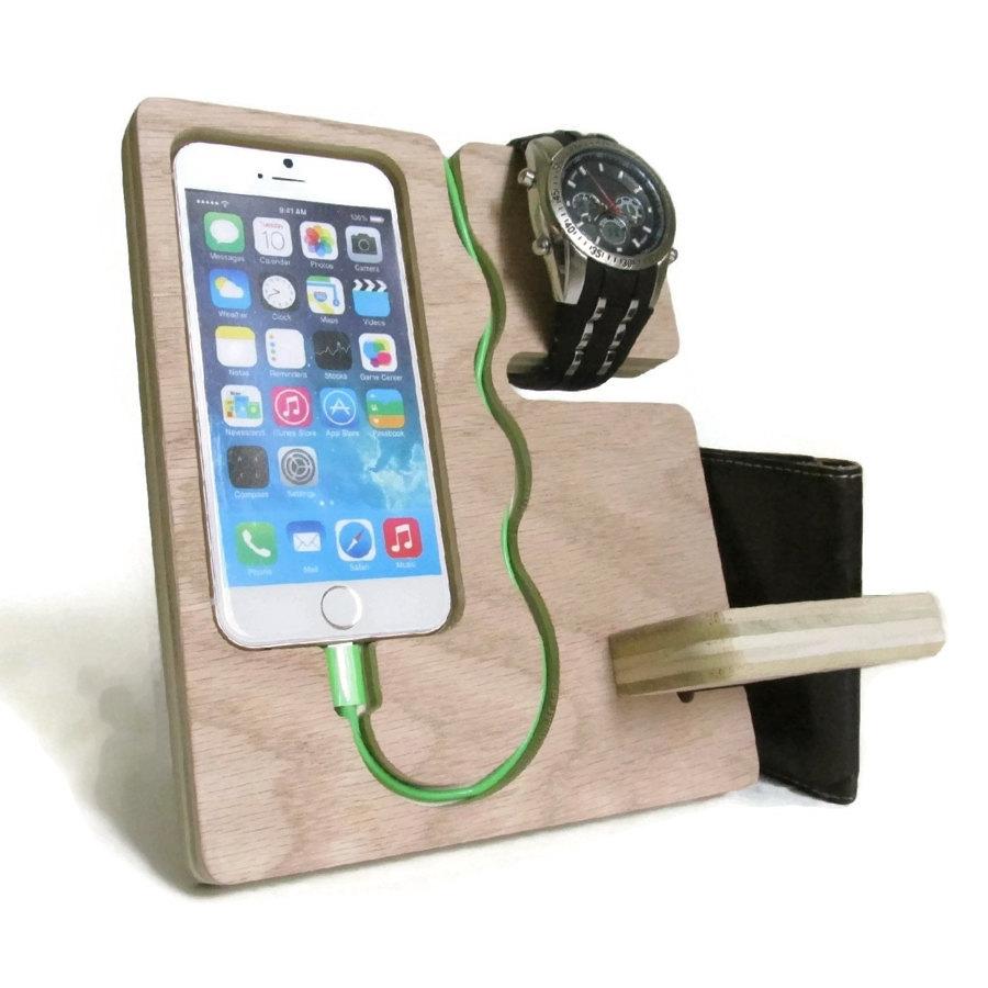 caricabatteria comodino da notte 334746 10 e più accessori fantasiosi per iPhone 4, 5, 6 e iPad