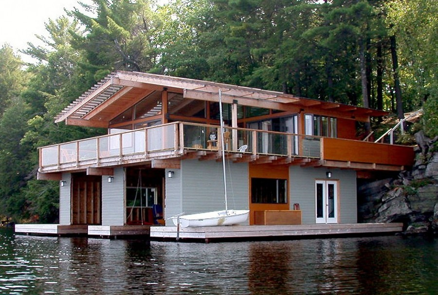 casa con rimessa per barche sul lago ontario