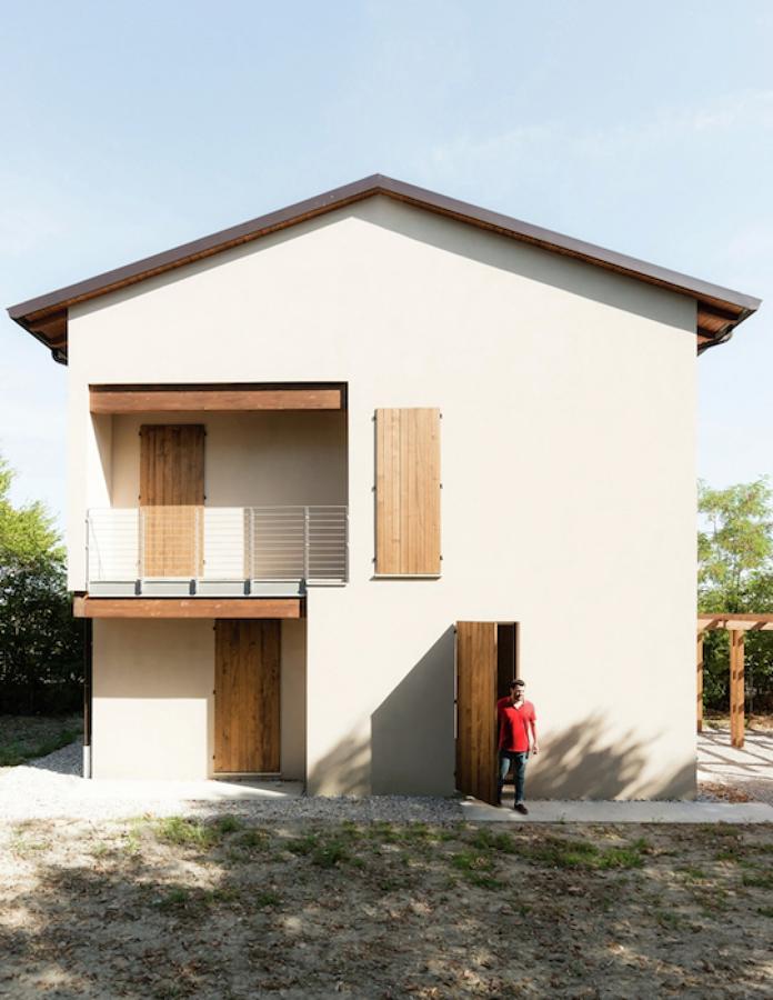 Casa in legno a novellara re idee costruzione case for Casa in legno tradizionale