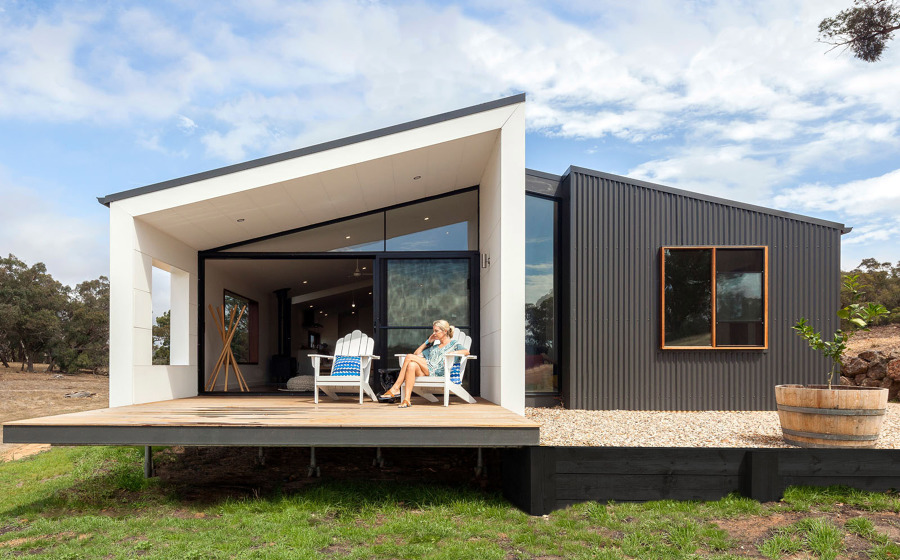 Foto casa prefabbricata moderna di manuela occhetti for Casa con garage indipendente e breezeway