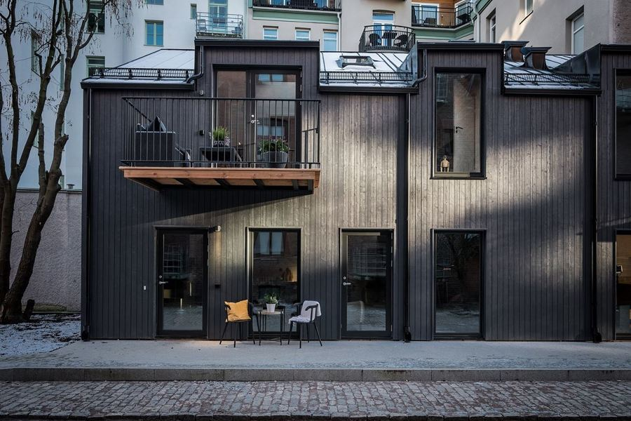 Materiali e colori caldi per una soluzione super for Idee per l aggiunta a casa su due livelli