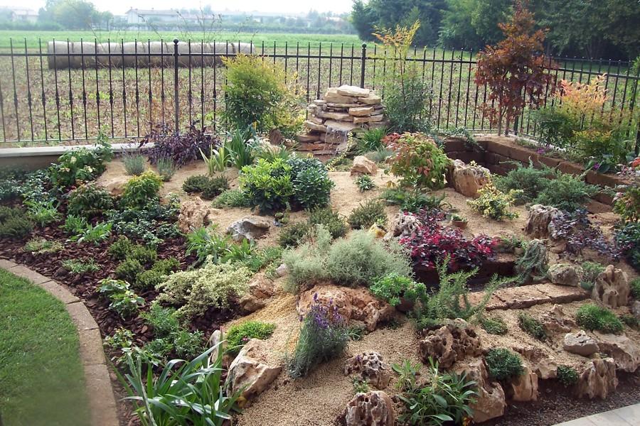 Progetto di creazione giardino con prato semicircolare con for Progetto aiuole per giardino