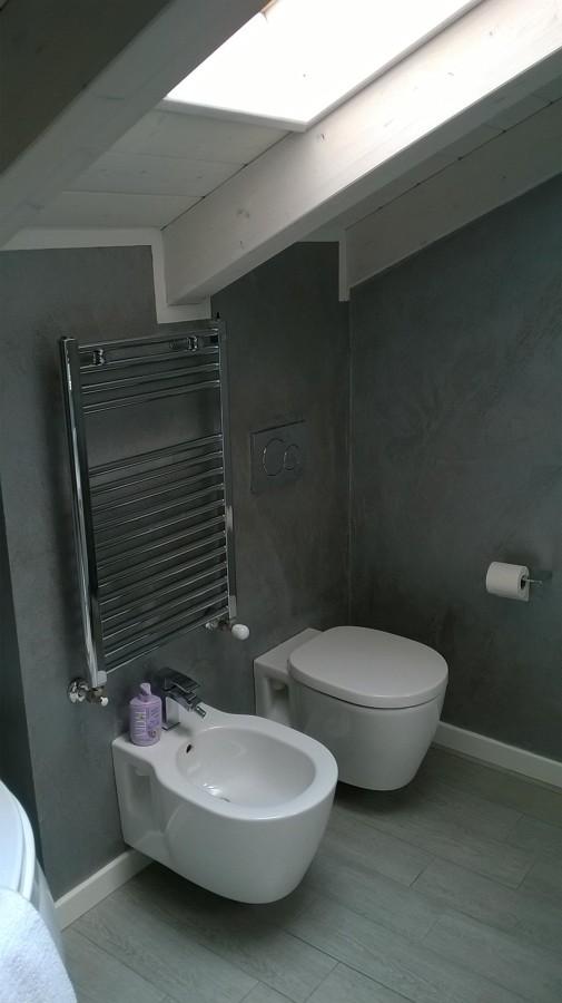 Realizzazione di cemento spatolato lucidato bagno idee imbianchini - Bagno cemento spatolato ...