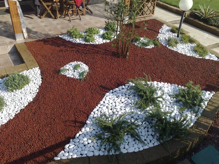 Arredo giardino idee marmisti for Pietre piatte per giardino