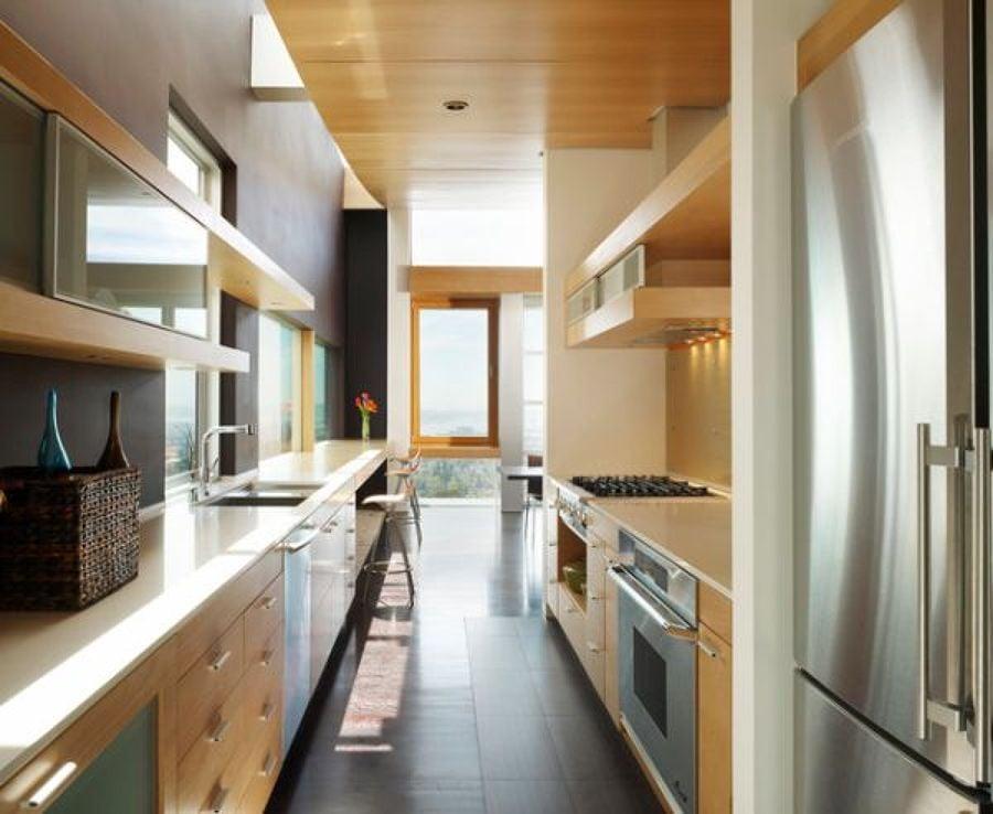 Idee per arredare una cucina stretta idee interior designer for Arredare cucina piccola e stretta