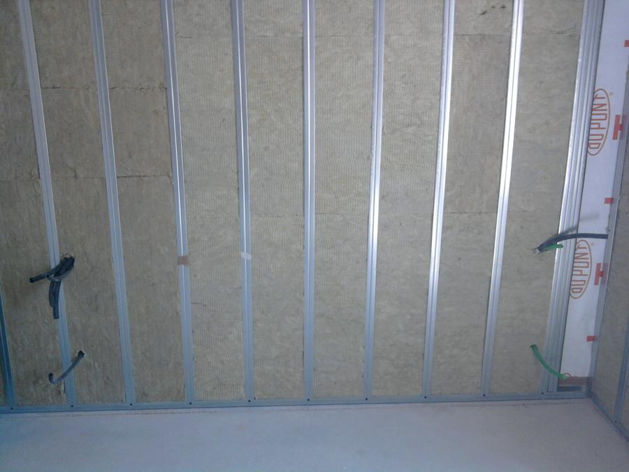 Coibentazione di una parete in cartongesso con la lana di roccia ad alta densita