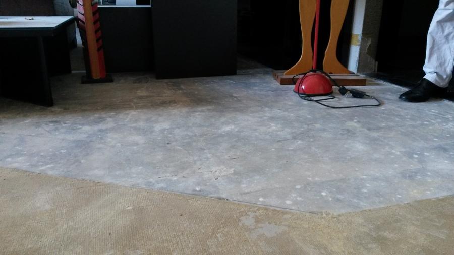 Colla della moquette su marmo