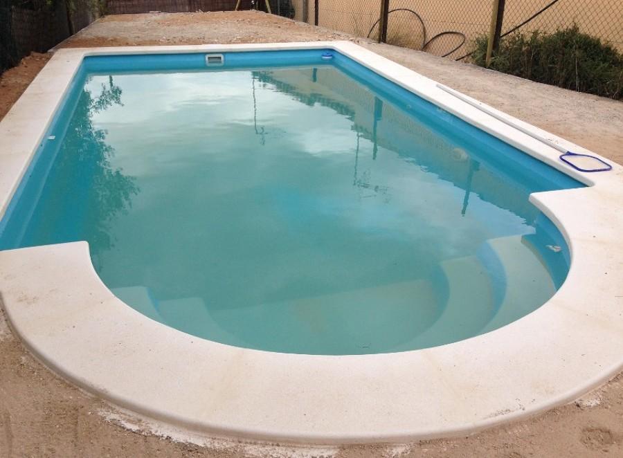 I differenti tipi di piscine per il proprio giardino for Piscina prefabricada