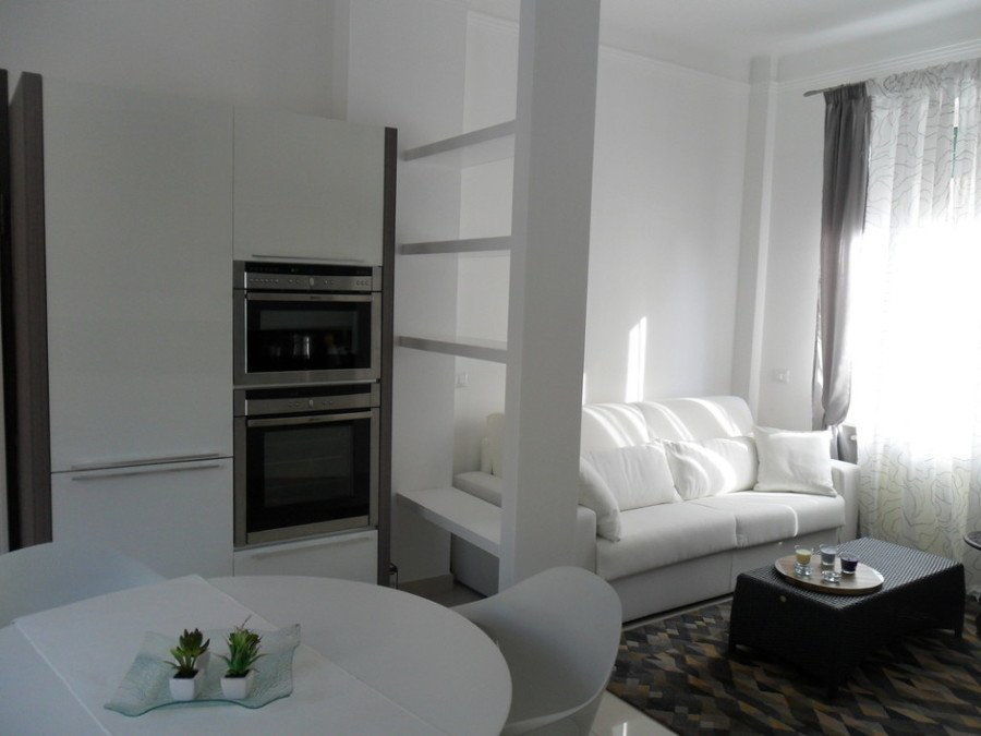 Come arredare una stanza irregolare idee mobili - Disposizione stanze casa ...