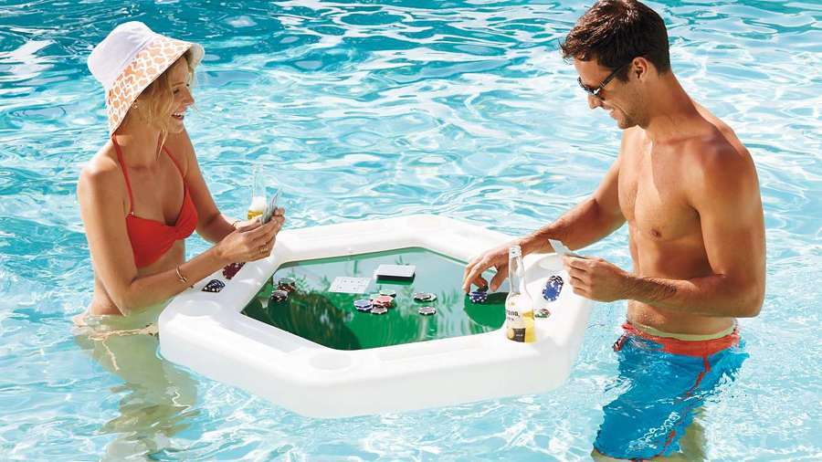 Materassini e giochi acquatici per divertirti in piscina - Materassini per piscina ...
