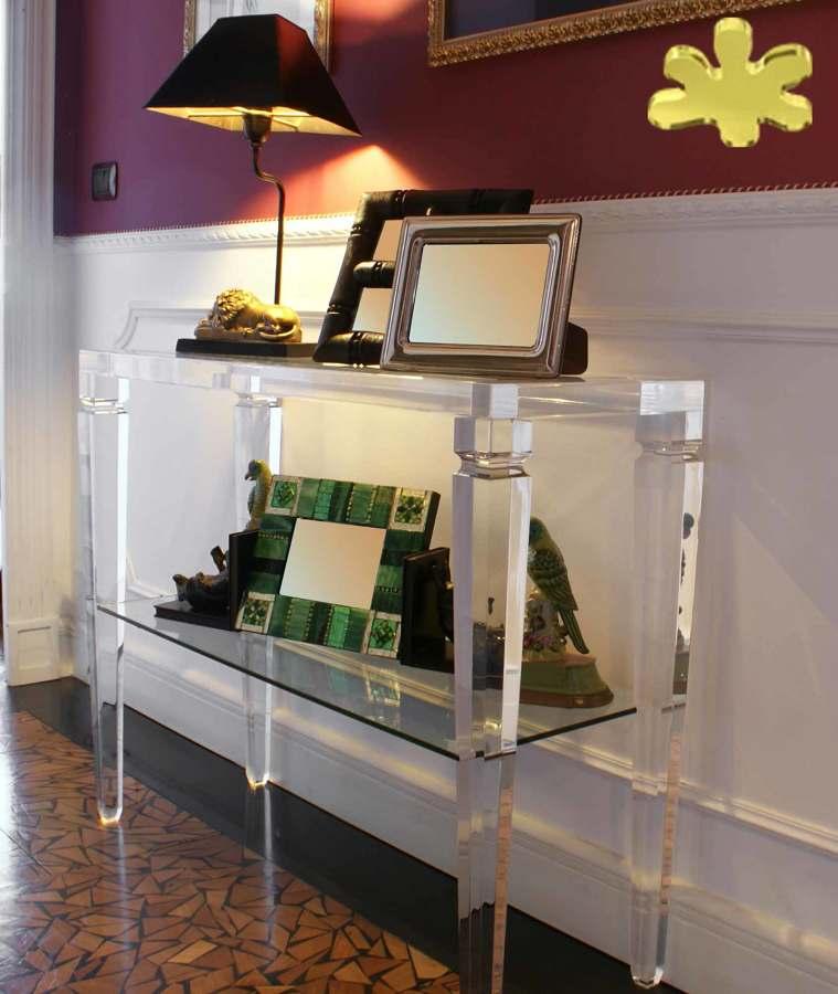 Consolle classiche con ripiano in plexiglass idee for Consolle plexiglass design