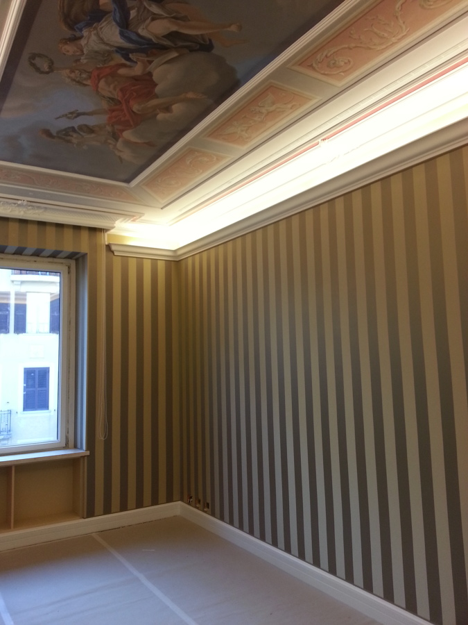 controllo luci integrato a soffitto affrescato