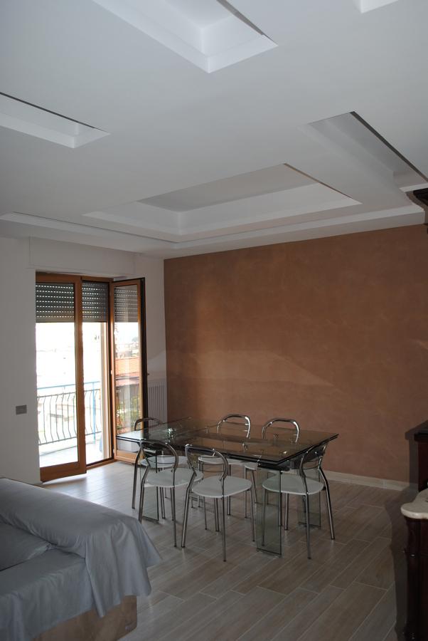 Foto: controsoffitte a luce diffusa parete con pittura artistica ...