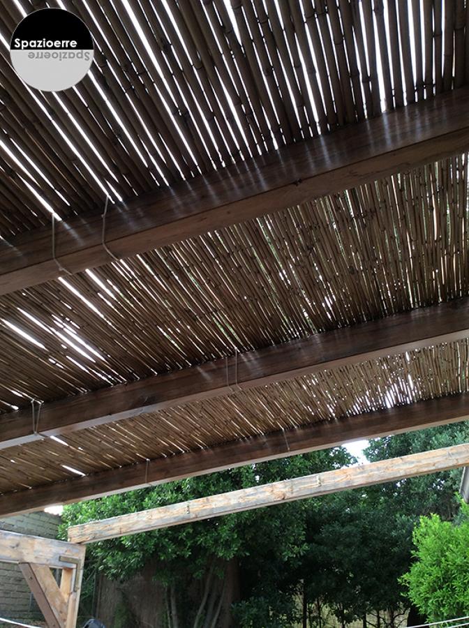 Copertura con bambu' su travi lamellari in abete