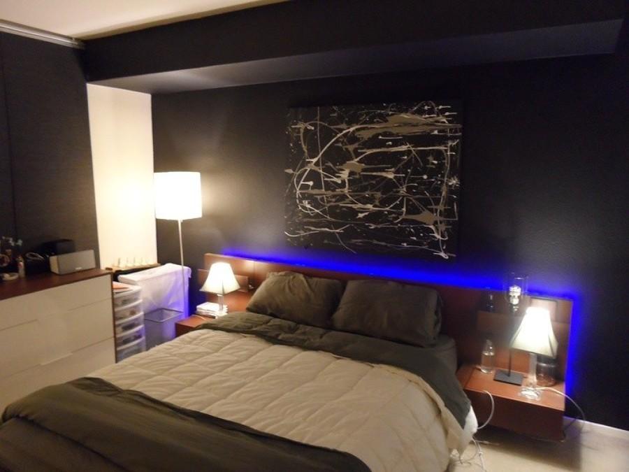 Foto cornici di led blu in camera da letto de verde for Cornici per strisce led