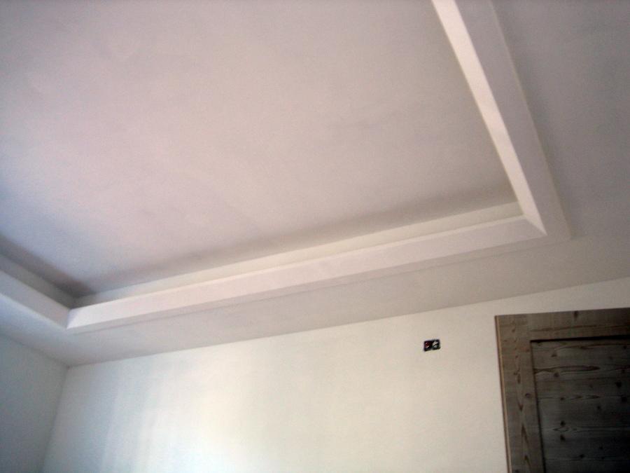 Cornici in gesso per pareti home design e interior ideas - Stucchi decorativi per pareti ...