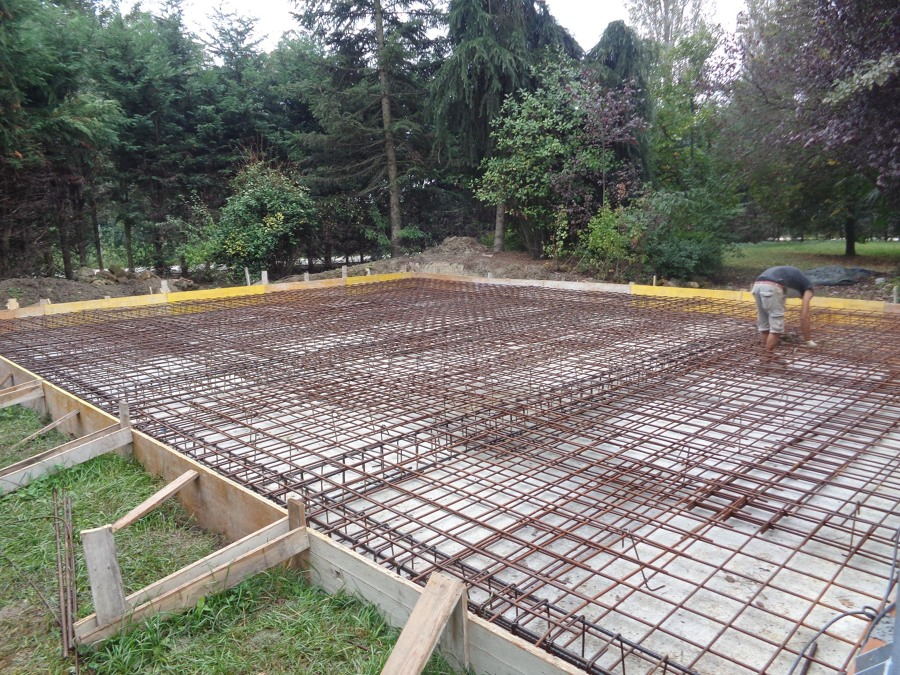 Foto costruzione dalla platea di fondazione di h project for Fondazioni per case in legno