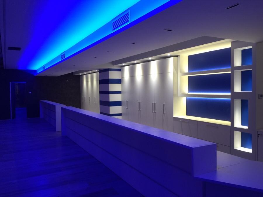 Foto: creazione mobili in cartongesso e soffitti in ufficio con